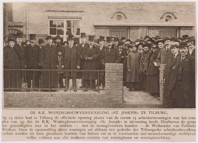 042195 - Volkshuisvesting. Inzegening van 15 arbeiderswoningen van bouwvereniging St.-Joseph op 13 oktober 1917. De woningen lagen aan de Schaepmanstraat en waren ontworpen door architect J. van der Valk