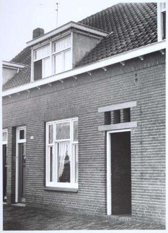 026713 - Pand Stokhasseltkerkstraat 15 medio 1965 dat moest verdwijnen in het kader van het uitbreidingsplan voor Tilburg-Noord. Tegenwoordig is dit de Mozartlaan