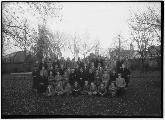 050977 - Basisonderwijs. Klassenfoto. Leerlingen van St. Stanislaus, Fraterstraat 3.