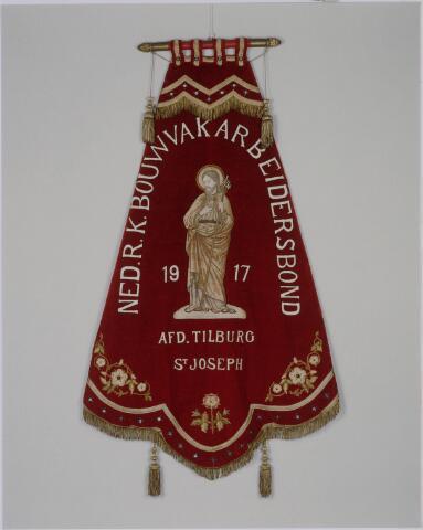 040936 - Vakbeweging. Vaandel van de bouwvakarbeidersbond st. Joseph, afdeling Tilburg. de bond ontstond in  1917 als fusie van de afzonderlijke bonnden van schilders, timmerlieden, metselaars, stucadoors, kalk- en steenbewerkers.