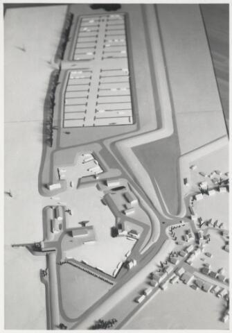 90635 - Made en Drimmelen. Maquette van het Watersportcentrum en de Jachthaven Biesbosch.  Jachthaven Biesbosch heeft een lange staat van dienst. Ooit vissershaven van het historische Drimmelen, nu met 1.400 moderne ligplaatsen één van de grootste inlandse jachthavens van Europa.