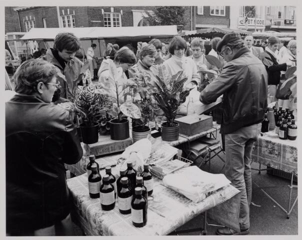 040627 - Woensdag markt op het Besterdplein.