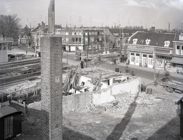 653817 - Sloop van panden bij de spoorwegovergang Koestraat- Heuvel in verband met de aanleg van het zogenaamde Hoogspoor.