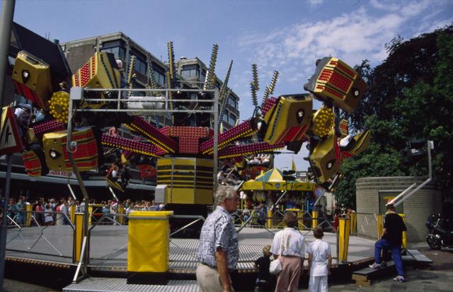 657074 - Tilburg kermis in 1992.