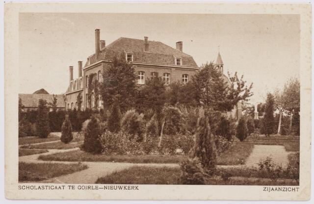 046516 - Zijaanzicht en tuin van het klooster van de paters missionarissen van de H. Familie op Nieuwkerk.