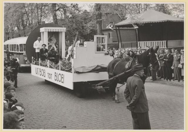 080795 - 10 jaar bevrijding. 1945-1955. No.6.Uit boei tot bloei.Buurt: Groenstraat midden.