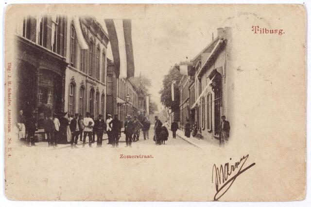 001197 - De Zomerstraat, nu Heuvelstraat, tussen de Nieuwlandstraat en de Nederlands-Hervormde kerk (rechts achter de bomen)