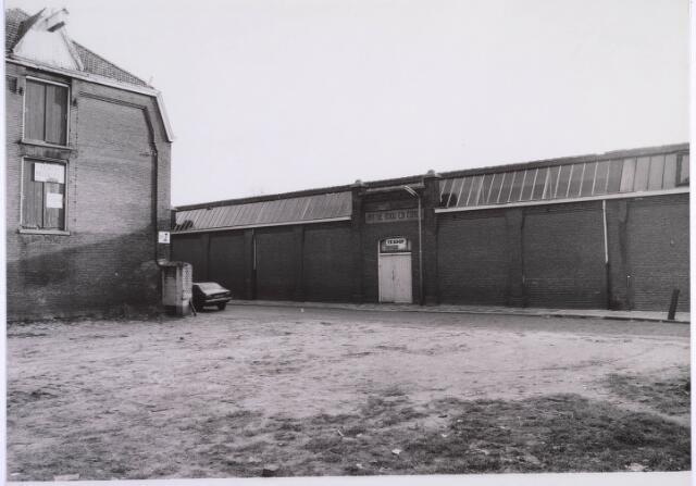 022872 - Textiel. Voorgevel van de voormalige textielfabriek van Antoon de Rooij. Op 5 december 1974 werd het door brand verwoest