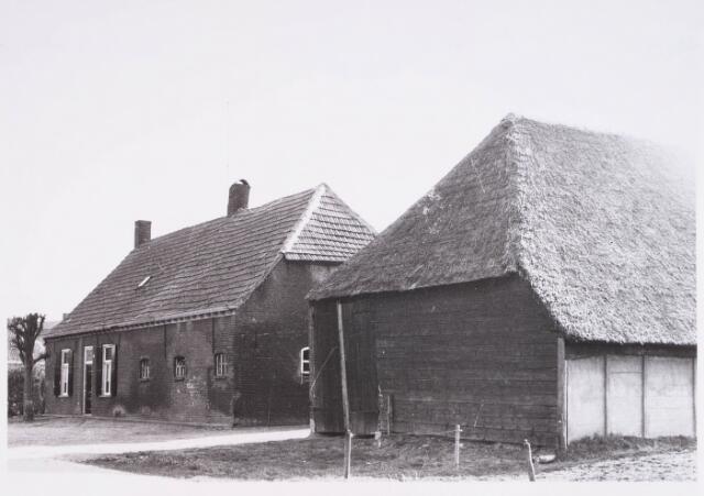 028168 - Landbouw. boerderij aan de Pater Dondersstraat 3