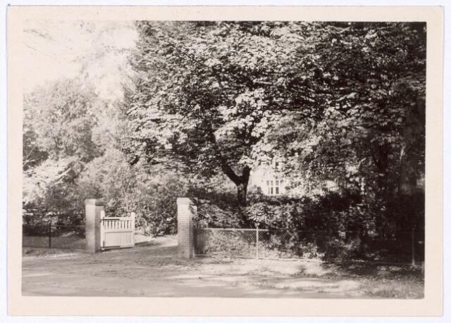 016203 - Voortuin van het pand Bredaseweg 387.