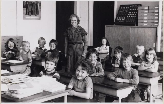 101449 - Onderwijs. Den Hout. 25-jarig jubileum van juffrouw Halters.