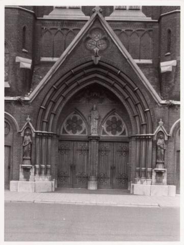 035975 - R.K. kerk van de H. Dionysius van het Heike thans Stadhuisplein