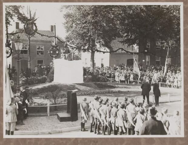 075454 - Onthulling standbeeld Pater Poirters (1926).  Onthulling door Jonkheer Van Sasse van IJsselt op 19 september 1926.