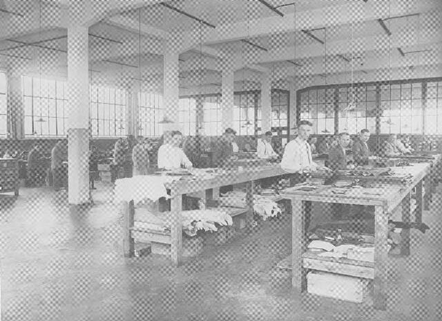 064378 - Leder- en schoenindustrie.  N.V. Stoomschoenfabriek J.A. Ligtenberg. Snijderij.