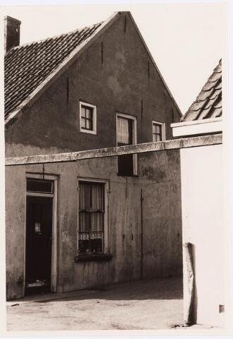 034464 - Lijnse Zijstraat 9a. De Lijnse Zijstraat is -na afbraak van de aangelegen woningen- opgegaan in de Von Weberstraat.