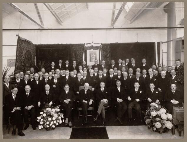 052146 - Onderwijs. Opening van de Lage Textielschool Eindhoven op 2 november 1933. Op de foto links naast het schilderij dhr. Handels (directeur).