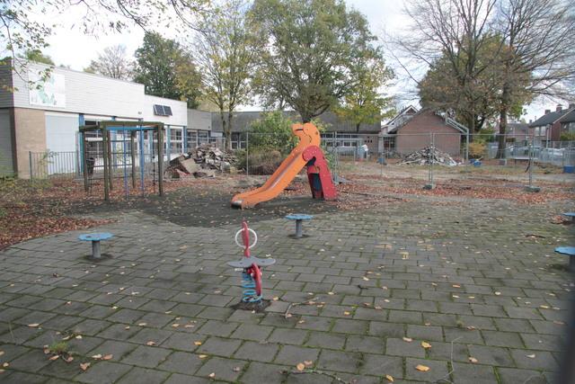 658283 - Onderwijs. Basisschool. De sloop van het oude gebouw van de Sint Caeciliaschool in Berkel-Enschot in 2018.