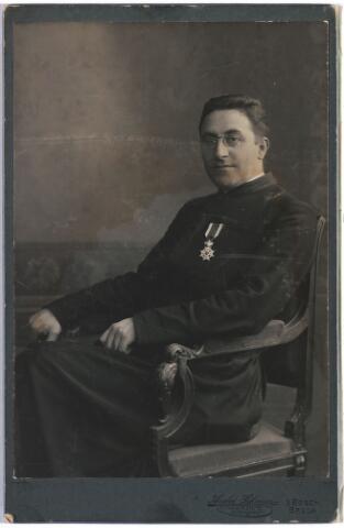 007513 - mgr. Antonius Josephus Maria Mutaers (1866-1926) overleden te ´s-Hertogenbosch. Priester gewijd in 1891 in 1909 werd hij pastoor van parochie St. Pieter in ´s-Hertogenbosch. In 1919 werd hij geheim kamerheer van de paus.