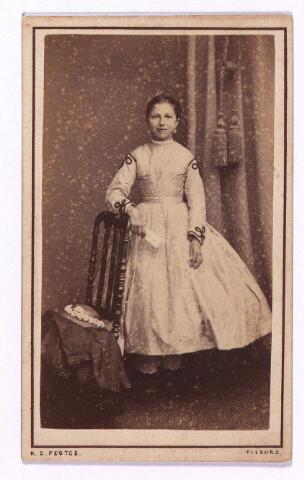 003587 - Josephine Maria Margaretha Houben, geboren op 20 juli 1853 te Tilburg en aldaar overleden op 22 oktober 1920 als dochter van casper Houben en van Antonetta Leonora Verbunt. Zij huwde te Tilburg in 1873 met Johannes Antonius Berghegge (1850-1922)