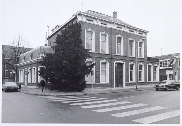 019568 - Pand op de hoek Goirkestraat en Hasseltstraat (links)