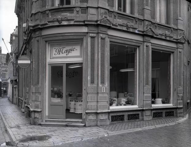 653681 - Magic witgoed, op de hoek van Kerkpad en Monumentstraat. Momenteel is hier stadscafé Meesters gehuisvest.