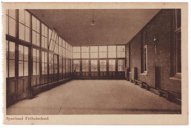 001772 - Oude Dijk, speelzaal van de fröbelschool.