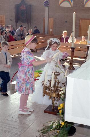 655302 - Eerste Heilige Communie viering in  Koningshoeven op 21april 1991.