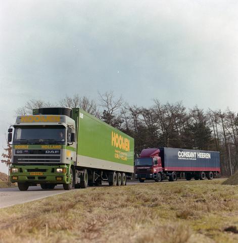 1237_002_206_001 - Ondernemers. Vrachtwagens van Hooijen Transport in maart 1994.