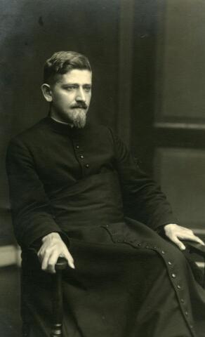071536 - Adrianus Franciscus Cornelis Kuijpers, priester in de congregatie van Cadier en Keer. Hij werd geboren te Tilburg op 29.6.1905, zoon van sigarenmaker Franciscus Gerardus Kuijpers en Maria Adriana van Beurden. Adriaan Kuijpers vertrok in 1924 naar Versailles.