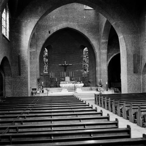072604 - Goirle. Interieur van de Maria Boodschapkerk.