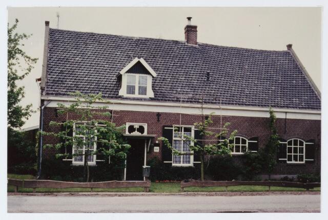 062876 - De omgebouwde boerderij aan De Kraan 43 is eigendom van de fam Heerkens; voor die tijd boerde daar de fam. Versteijnen, waarvan nog nazaten de naast gelegen manege beheren