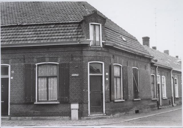 026363 - Pand Meelstraat 15, op de hoek met de Paterstraat.