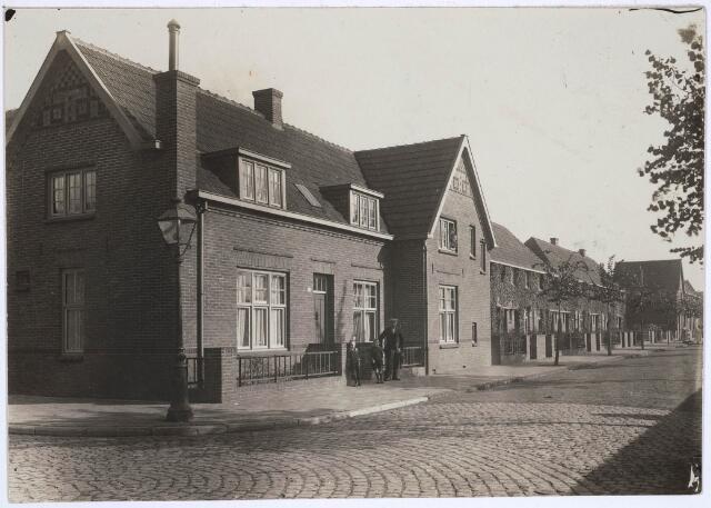 030725 - Schaepmanstraat hoek Oude Langstraat. Nieuwe arbeiderswijk.