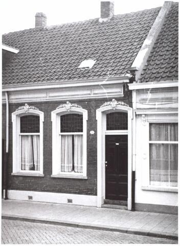 014969 - Pand Lange Nieuwstraat 28 anno 1959. Begin jaren ´60 werd het pand gesloopt voor de aanleg van een city-ring rond de binnenstad.