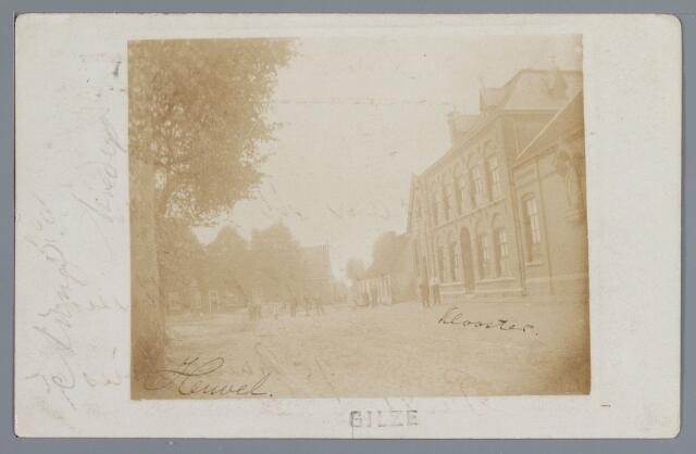 057788 - Gilze. Heuvelzicht, links café G. Kuipers, rechts het klooster. foto 1902.
