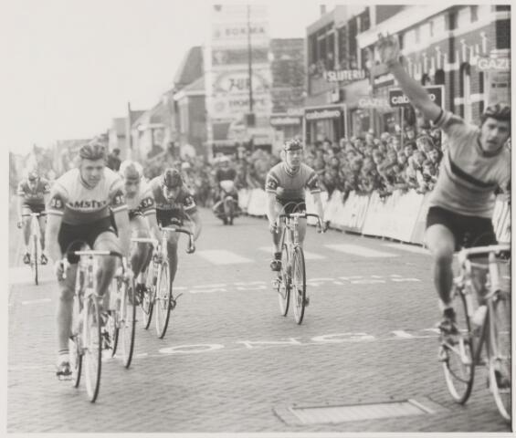 082133 - Wielrennen Rijen. Olympia's Tour met een finisch van de eerste etappe in Rijen