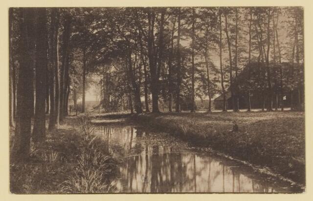 074667 - Een gedeelte van de gracht van kasteel Nemelaer met boerderij tegenwoordig hoofdkantoor van het Brabants Landschap.