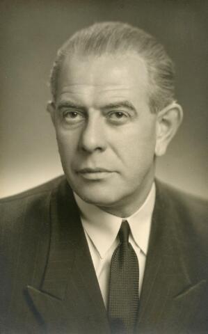 601999 - Paulus Adrianus Josephus van Beurden, geboren op 31 oktober 1906 te Tilburg als zoon van Henri F.A. van Beurden en Christina G.M.J.E. Teulings. In 1927 verbleef hij enige tijd in België. Hij was verfmeester van beroep.