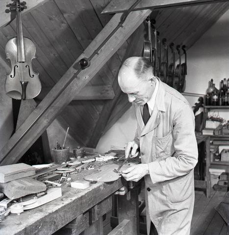 654513 - vioolbouwer Jan van Gorp