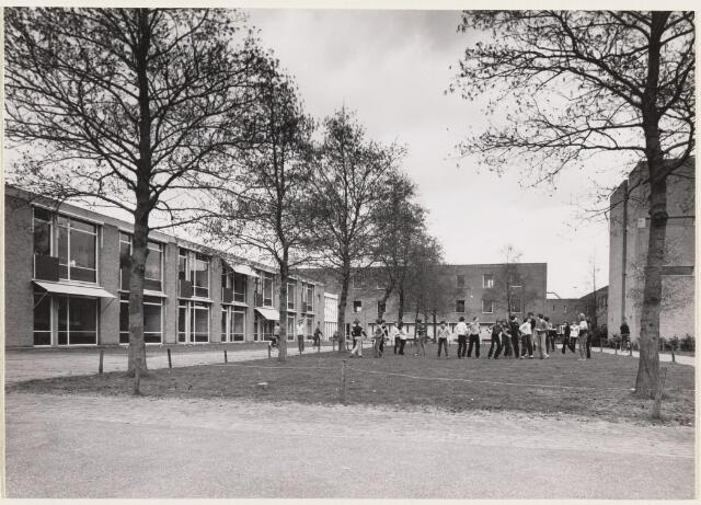 101308 - Voortgezet onderwijs. Scholengemeenschap Mgr. Frencken College (MFC) voor VWO en HAVO.