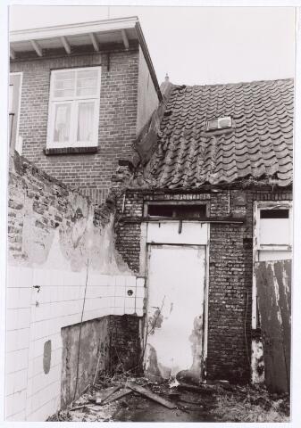 017108 - Achterzijde van e panden Capucijnenstraat 107 en 109 begin 1981
