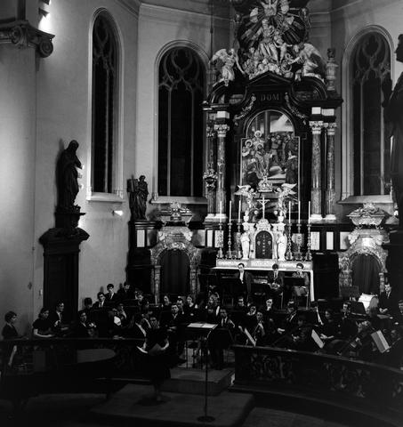 1237_013_060_002 - Muziek.Brabants conservatorium.Uitvoering in de Heikese kerk