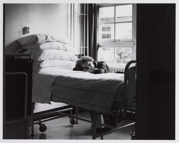 041803 - elisabethziekenhuis. Gezondheidszorg. Ziekenhuizen. Patiëntenkamers in het St. Elisabethziekenhuis.