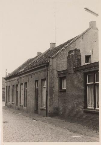 024221 - Panden Oranjestraat 52, 54, 56 en 58 (van links naar rechts) eind augustus 1962.