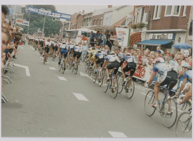 045144 - Wielrennen. Finish van de profronde van Nederland.
