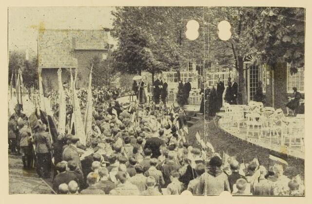 075508 - Koninklijk bezoek. Koningin Moeder Emma bezoekt Oisterwijk  op 19 mei 1930 Kinderhulde.