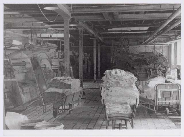 037944 - Textiel. Gedeelte van de natappretuur/ververij van wollenstoffenfabriek George Dröge aan de Goirkestraat