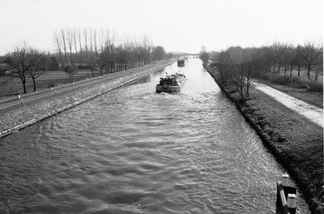 656669 - Wilhelminakanaal Tilburg in 1984.
