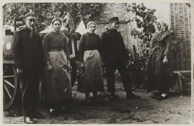 058731 - Regeringsjubileum van Koningin Wilhelmina in 1923.  Kantwerksters.  v.l.n.r. Anton Kerst, Theuntje van Dongen, Riek Blom, Toon van Gool, Ida Blom