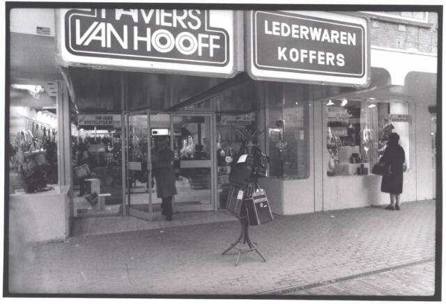 021960 - Winkel in koffers en lederwaren Hamers van Hooff in de Heuvelstraat